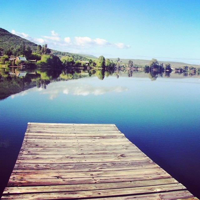 With the picturesque clanwilliam and bulshoek dams and the spectacular cederberg mountains in the area